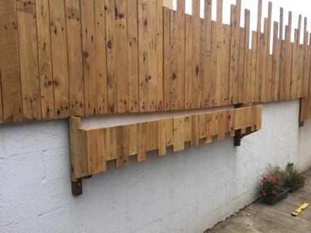 palissade en bois de palettes 1 032018 ecopal vente de planches issues de la valorisation des. Black Bedroom Furniture Sets. Home Design Ideas
